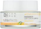 Avon True NutraEffects озаряващ дневен крем SPF 20