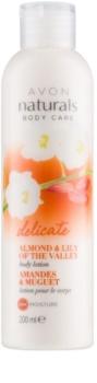 Avon Naturals Body leche corporal suave con almendra y lirio de los valles
