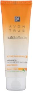 Avon True NutraEffects posvetlitvena tonirana dnevna krema SPF 20