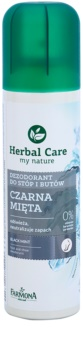 Farmona Herbal Care Black Mint dezodorant v pršilu za noge in čevlje