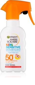 Garnier Ambre Solaire Sensitive Advanced ochranný sprej pro děti SPF 50+