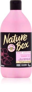 Nature Box Almond feuchtigkeitsspendende Body lotion für empfindliche Oberhaut