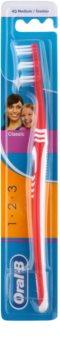 Oral B 1-2-3 Classic Care brosse à dents medium