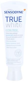 Sensodyne True White Extra Fresh bieliaca pasta proti škvrnám na zubnej sklovine pre citlivé zuby
