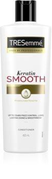 TRESemmé Keratin Smooth kondicionér pro nepoddajné a krepatějící se vlasy