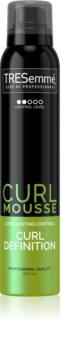 TRESemmé Botanique Cactus Water & Coconut spumă de styling pentru păr creț