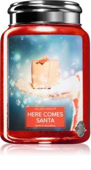 Village Candle Here Comes Santa geurkaars