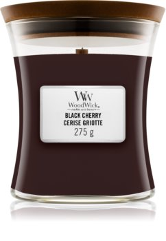 Woodwick Black Cherry geurkaars met een houten lont