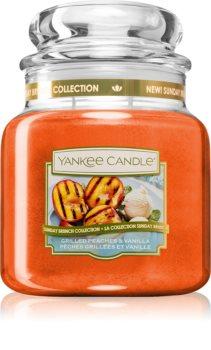 Yankee Candle Grilled Peaches & Vanilla vela perfumada  Classic mediana