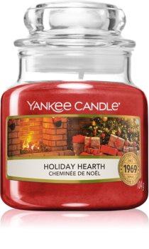 Yankee Candle Holiday Hearth dišeča sveča