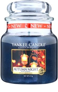 Yankee Candle Autumn Night vela perfumada Classic médio