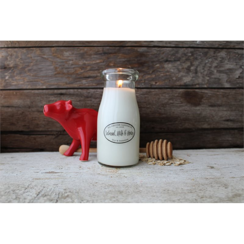 Milkhouse Candle Co. Creamery Oatmeal, Milk & Honey illatos gyertya Milkbottle 226 g