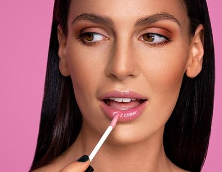 Мнения: Кои са най-добрите гланцове за устни? Избрахме за вас топ 8!