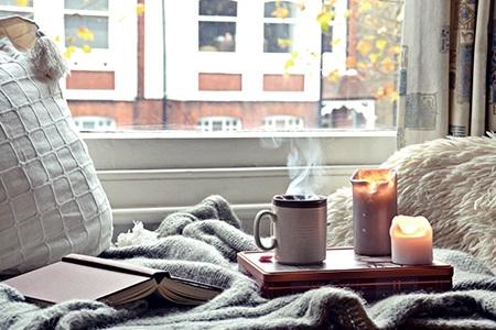 Завладяващи есенни свещи и аромати за дома: Идеалната атмосфера е гарантирана!