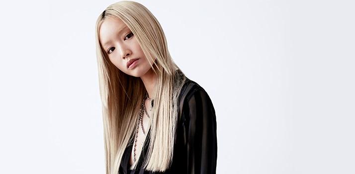 biele vlasy, extrémne blond vlasy, starostlivosť o blond vlasy