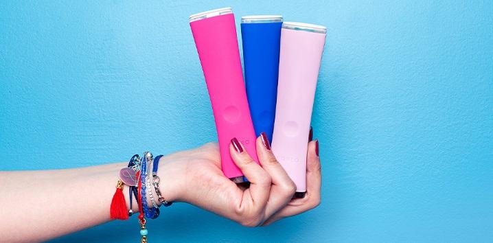 FOREO Espada pero s modrým svetlom pre zmiernenie prejavov akné