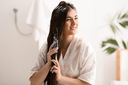 Odżywianie włosów: jak prawidłowo stosować odżywkę, maskę i balsam?