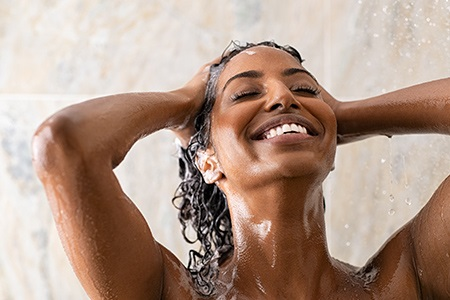 Peeling do włosów: Pozwól skórze głowy wreszcie odetchnąć