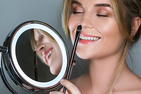 Mit dekorativer Kosmetik zur gepflegten Haut