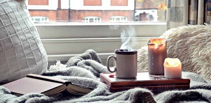 raumduft-kerzen-duftkerze-atmosphaere-herbst-gemuetlich