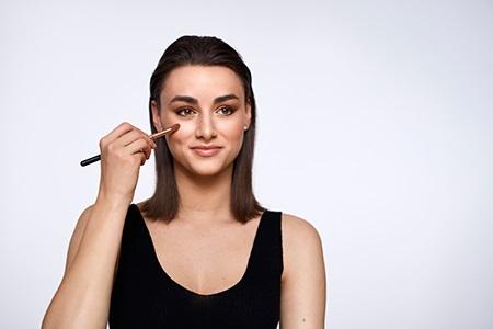 Strahlende Haut: Highlighter richtig anwenden