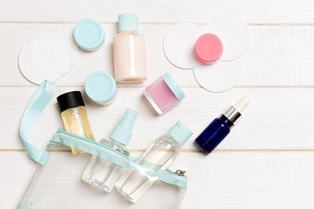 Kosmetikartikel auf Reisen: Welche soll man mitnehmen und welche nicht?