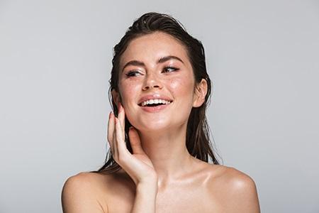 Impara le regole per la cura della pelle mista