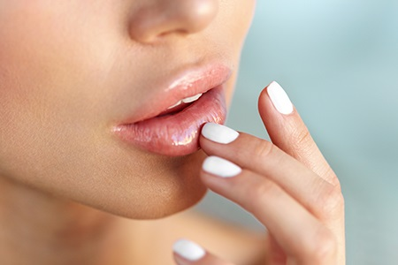 Απολέπιση χειλιών – ο καλύτερος βοηθός για λεία και απαλά χείλη