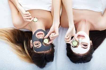 Οι καλύτερες μάσκες προσώπου: χαλαρώστε και περιποιηθείτε την επιδερμίδα σας στο σπίτι