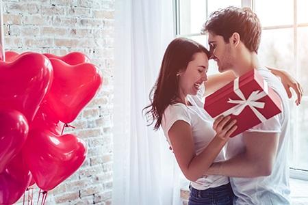 Valentin-napi ajándékok: melyekkel biztosan örömet tud szerezni