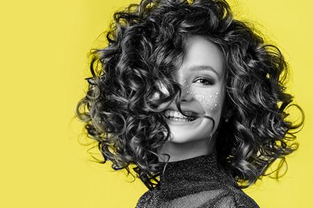 Färger för 2021: Gult och grått för dina nya look