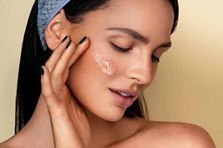 En stor guide för hudpeeling: Vilken väljer du?