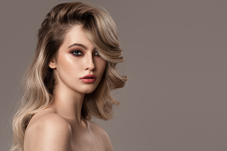 Bli av med frissigt hår för gott