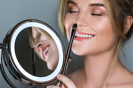 Dekorativ kosmetik kan også pleje din hud