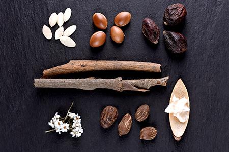 TOP sestavine, ki kožo nahranijo in navlažijo