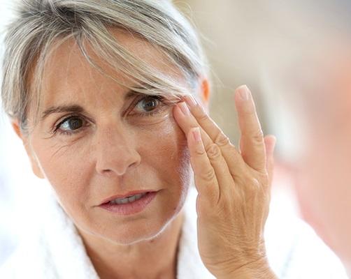 <strong><center>Factores negativos que influyen en la aparición de arrugas</strong></center>