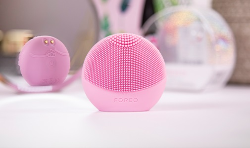 <center><strong>FOREO LUNA fofo FOR THE TECH-SAVVY</strong></center>