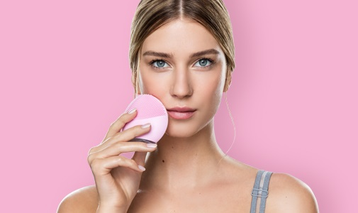 <center><strong>FOREO LUNA mini 2 FOR BRINGING OUT YOUR NATURAL GLOW</strong></center>