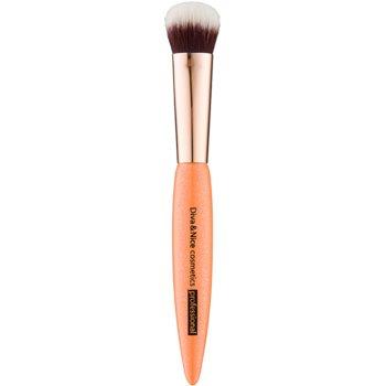 Diva & Nice Cosmetics Professional iluminator pensulă corectoare imagine 2021 notino.ro